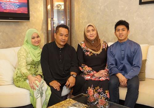 Encik Baharin Bin Salleh & Family